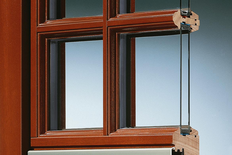 Holzfenster von rekord sicherheit qualit t design for Fenster mit sprossen